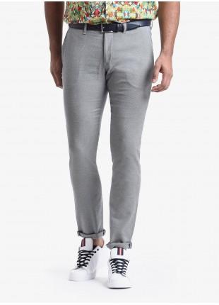 Pantalone chinos uomo John Barritt, vestibilita slim, in cotone elasticizzato con micro disegno. Composizione 97% cotone 3% elastan. Azzurro Carta Da Zucchero