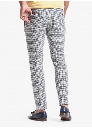 Pantalone chinos uomo John Barritt, vestibilita slim, tessuto in cotone con fantasia check. Composizione 90% cotone 10% poliestere. Sky Blue