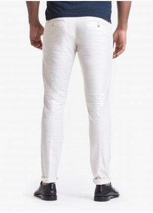 John Barritt man chinos, slim fit, in stretch cotton fabric, garment-dyed. Composition 62% cotton 34% polyester 4% elastane. White