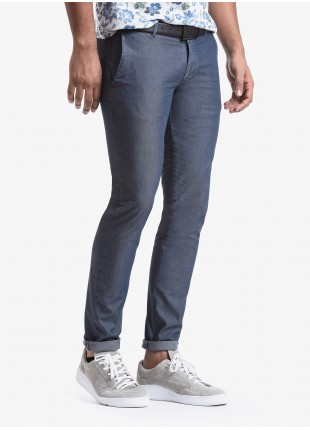 John Barritt man chinos, slim fit, in stretch cotton fabric, garment-dyed. Composition 62% cotton 34% polyester 4% elastane. Blue