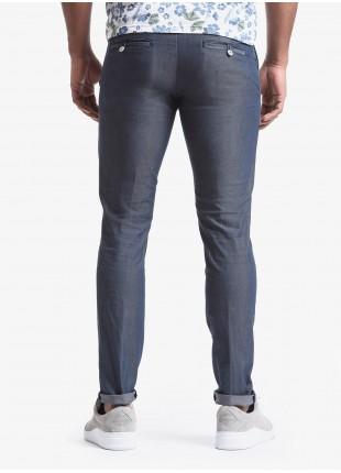 Pantalone chinos uomo John Barritt, vestibilita slim, in cotone elasticizzato tinto capo. Composizione 62% cotone 34% poliestere 4% elastan. Blue