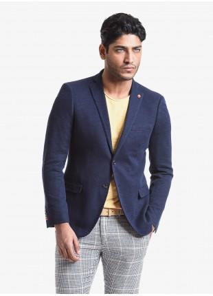 Giacca uomo John Barritt vestibilita slim, foderata, due bottoni, doppio spacco, tasche a pattina, pochette. Tessuto in jersey con micro armatura. Colore blu. Composizione 80% cotone 20% poliestere. Blue