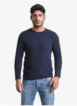 John Barritt man crew neck sweater, slim fit, yarn with sponge effect. Composition 65% cotton 35% polyamide. Blue