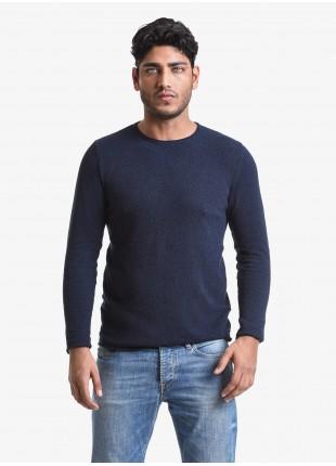 Maglia uomo John Barritt vestibilita slim, girocollo, filato effetto spugna. Composizione 65% cotone 35% poliammide. Blue