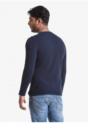 John Barritt man crew neck sweater, slim fit, yarn with sponge effect. Composition 65% cotton 35% polyamide. Blue