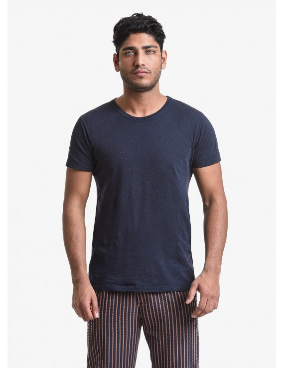 John Barritt man t-shirt, slim fit, crew neck fit, short sleeve, small pocket on chest. Nappy jersey fabric, color blue. Composition 100% cotton. Blue