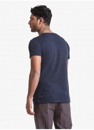 T-shirt uomo John Barritt, vestibilita slim, girocollo, manica corta, taschino sul petto. Tessuto in cotone bottonato, colore blu. Composizione 100% cotone. Blue