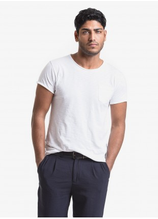 John Barritt man t-shirt, slim fit, crew neck fit, short sleeve, small pocket on chest. Flamed jersey fabric with contrast colored stitching on side, color white. Composition 100% cotton. White