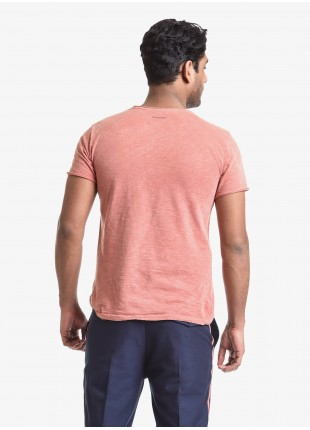 John Barritt man t-shirt, slim fit, crew neck fit, short sleeve, small pocket on chest. Flamed jersey fabric with contrast colored stitching on side, color orange. Composition 100% cotton. Orange