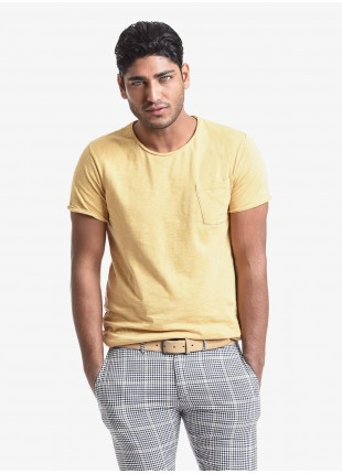 John Barritt man t-shirt, slim fit, crew neck fit, short sleeve, small pocket on chest. Flamed jersey fabric with contrast colored stitching on side, color yellow. Composition 100% cotton. Red Malboro Classic