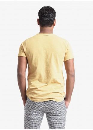T-shirt uomo John Barritt, vestibilita slim, girocollo, manica corta, taschino sul petto. Tessuto in cotone fiammato con cuciture sui fianchi a contrasto. Colore giallo. Composizione 100% cotone. Rosso Malboro Classico