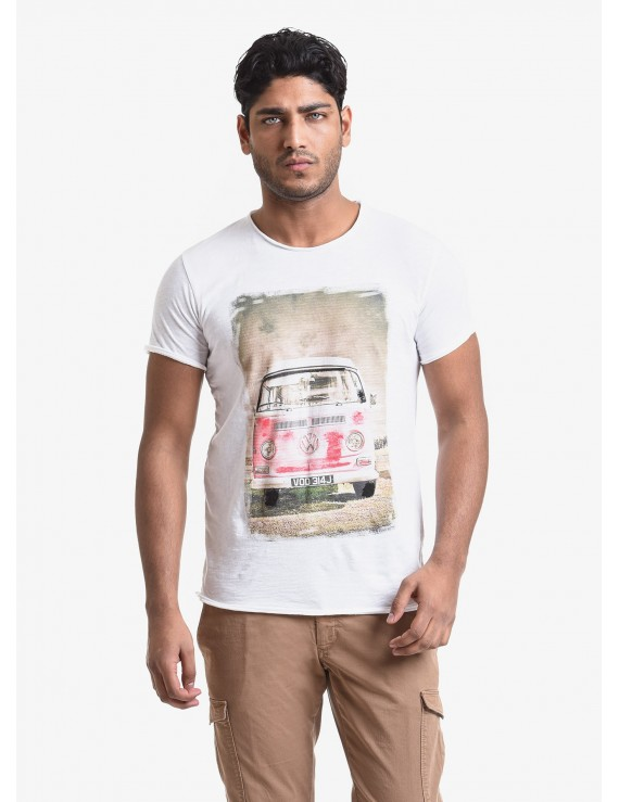 John Barritt man t-shirt, slim fit, crew neck fit, short sleeve. Flamed jersey fabric with print and handmade painted details. Color white. Composition 100% cotton. White