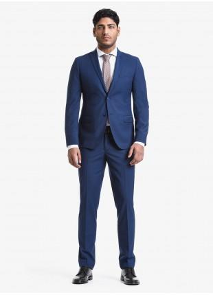 Abito uomo primavera-estate John Barritt vestibilita slim, due bottoni, due spacchi e amf. Lunghezza giacca 72 cm. Tessuto in poliestere/viscosa con micro struttura. Composizione 76% poliestere 22% viscosa 2% elastan. Bluette