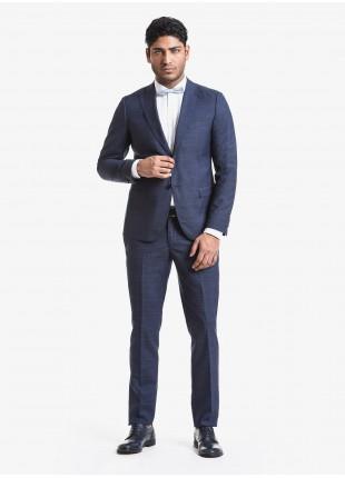 Abito uomo primavera-estate John Barritt vestibilita slim, due bottoni, due spacchi e amf. Lunghezza giacca 72 cm. Tessuto in misto lana. Composizione 70% lana 30% poliestere. Blue