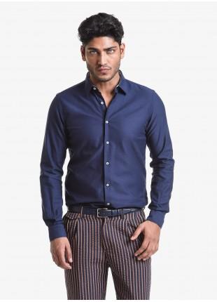 Camicia uomo John Barritt, vestibilita slim, in cotone operato, mezzo collo francese, colore blu. Composizione 100% cotone. Blue
