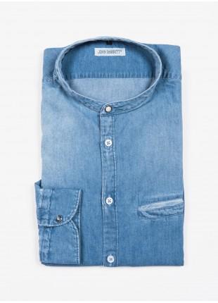 Camicia uomo John Barritt, vestibilita slim, in denim di cotone leggero, collo alla coreana. Colore blu jeans chiaro. Composizione 100% cotone. Blue