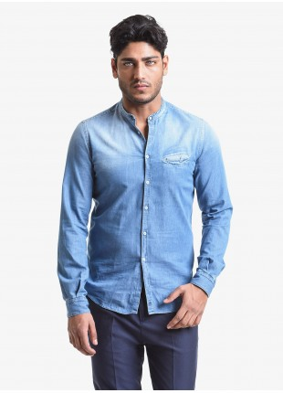 John Barritt man shirt, slim fit, in light cotton denim fabric, korean collar. Color light blue jeans. Composition 100% cotton. Blue