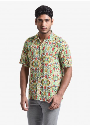 John Barritt man shirt, wide fit, bowling collar style, short sleeve, viscose fabric with tropical flower print. Composition 100% viscose. Light Green