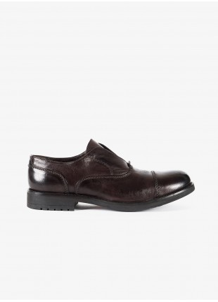 John Barritt man low lace-up shoes, oxford style without shoelace. In garment-dyed lamb leather, color cognac. Rubber sole. Composition 100% lamb leather. Dark Brown