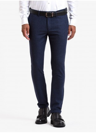 John Barritt man chinos, slim fit, mixed wool fabric with mini check design. Color blue. Composition 75% virgin wool 25% polyamide. Bluette