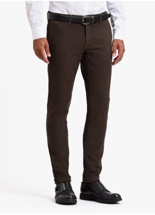 John Barritt man chinos, slim fit, stretch cotton fabric, garment-dyed, with micro design. Color brown. Composition 97% cotton 3% elastane. Medium Brown