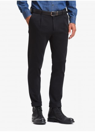 John Barritt man pants with one pleats, slim fit, slant side pockets on front and welt pockets on back. Jersey fabric, color black. Composition 100% cotton. Nero