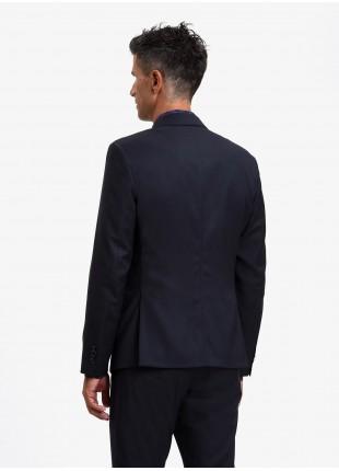 Giacca uomo John Barritt, vestibilita slim, foderata, due bottoni, doppio spacco, tasche a pattina, pochette e amf. Tessuto in poliestere/viscosa stretch. Colore blu. Composizione 75% poliestere 23% viscosa 2% elastan. Blue