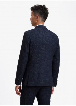 Giacca uomo John Barritt vestibilita slim, semi-foderata, due bottoni, doppio spacco, tasche a toppa, pochette e amf. Tessuto in misto lana. Colore blu. Composizione 62% lana 17% poliammide 13% poliestere 6% viscosa 2% altre fibre. Blue