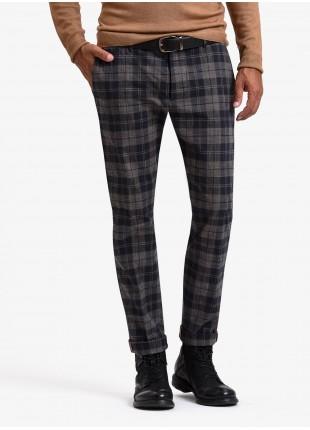 John Barritt man chinos, slim fit, stretch cotton fabric with check design. Composition 98% cotton 2% elastane. Light Brown