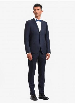 Abito uomo autunno-inverno John Barritt vestibilita slim, due bottoni, due spacchi e amf. Lunghezza giacca 72 cm. Tessuto in misto lana. Colore blu. Composizione 70% lana 30% poliestere. Sky Blue