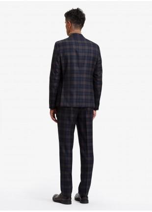 Abito uomo autunno-inverno John Barritt vestibilita slim, due bottoni, due spacchi e amf. Lunghezza giacca 72 cm. Tessuto in misto lana con fantasia a check. Colore blu/marrone. Composizione 70% lana 30% poliestere. Blue