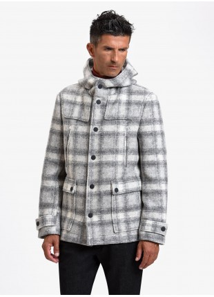John Barritt man montgomery, without lining, front clousure with zip and snap buttons, hood, welt pockets and patch pockets. Fabric with check design, color light grey. Composition 56% polyester 44% virgin wool. Light Grey Melange