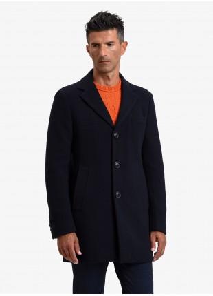 Cappotto uomo John Barritt, foderato, vestibilita slim, chiusura a 3 bottoni, tessuto in maglia con micro struttura. Colore blu. Composizione 46% poliestere 46% lana 4% poliammide 4% cashmere. Blue