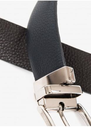 Cintura uomo John Barritt, regolabile, altezza 3,5 cm, double-face, in pelle stampata, colore blu/marrone scuro. Fibbia in metallo galvanica nikel lucido. Composizione 100% pelle. Blue