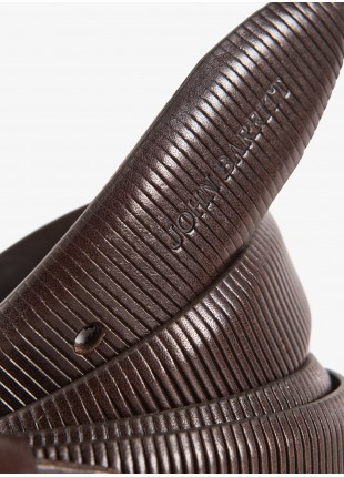 Cintura uomo John Barritt, regolabile, altezza 3,5 cm, in pelle stampata, colore marrone scuro. Fibbia in metallo galvanica argento invecchiato. Composizione 100% pelle. Marron Chiaro