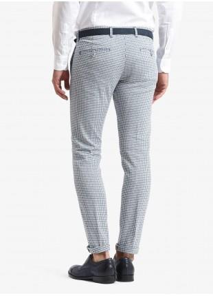 Pantalone chinos uomo John Barritt, vestibilita slim, tessuto in cotone/lino stretch con mini fantasia. Colore azzurro. Composizione 88% cotone 10% lino 2% elastan. Azzurro Carta Da Zucchero