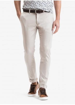 Pantalone chinos uomo John Barritt, vestibilita slim, tessuto in cotone stretch. Composizione 98% cotone 2% elastan.  Beige