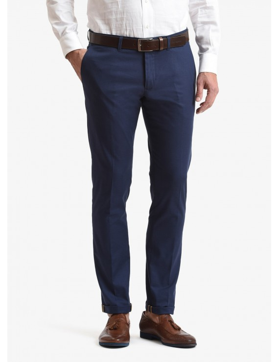 John Barritt man chinos, slim fit, in stretch cotton fabric. Composition 98% cotton 2% elastane. Bluette