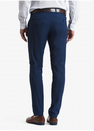 John Barritt man chinos, slim fit, polyester/viscose stretch fabric with micro design. Color blue. Composition 76% polyester 22% viscose 2% elastane. Bluette