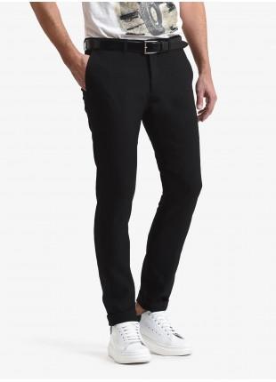 Pantalone chinos uomo John Barritt, vestibilita slim, tessuto natural stretch in poliestere/viscosa. Colore nero. Composizione 43% viscosa 42% poliestere 15% poliammide. Nero