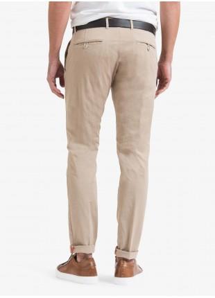 Pantalone chinos uomo John Barritt, vestibilita slim, in cotone stretch tinto capo. Composizione 98% cotone 2% elastan. Beige Medio