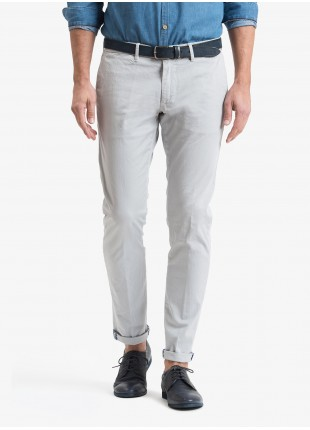 John Barritt man chinos, slim fit, in stretch cotton fabric, garment dyed. Composition 98% cotton 2% elastane.  Light Grey Kingdom
