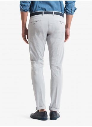 Pantalone chinos uomo John Barritt, vestibilita slim, in cotone stretch tinto capo. Composizione 98% cotone 2% elastan. Grigio Chiaro Unito