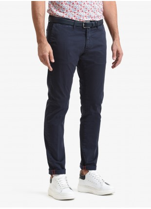 John Barritt man chinos, slim fit, in stretch cotton fabric, garment dyed. Composition 98% cotton 2% elastane. Blue