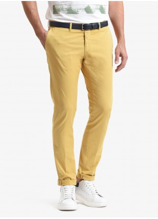 John Barritt man chinos, slim fit, in stretch cotton fabric, garment dyed. Composition 98% cotton 2% elastane. Light Yellow Pastellato
