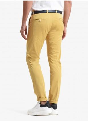 Pantalone chinos uomo John Barritt, vestibilita slim, in cotone stretch tinto capo. Composizione 98% cotone 2% elastan. Giallo Chiaro Pastellato
