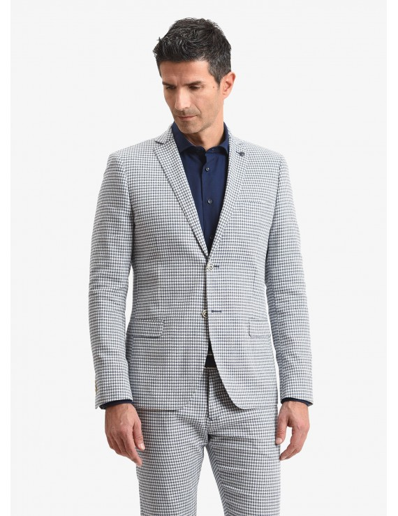 John Barritt man jacket, slim fit, full body lining with shoulder pads, two buttons, double vent, flap pockets, pochette and amf. Cotton/linen fabric with mini design. Color light blue. Composition 88% cotton 10% linen 2% elastane. Blue Paper From Sugar