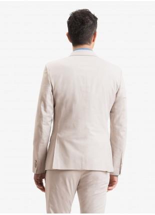 Giacca uomo John Barritt, vestibilita slim, foderata con spalline, due bottoni, doppio spacco, tasche a pattina, pochette e amf. Tessuto in cotone stretch. Colore beige. Composizione 98% cotone 2% elastan.  Beige