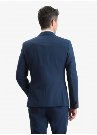 Giacca uomo John Barritt, vestibilita slim, foderata con spalline, due bottoni, doppio spacco, tasche a pattina, pochette e amf. Tessuto stretch in poliestere/viscosa con micro struttura. Colore blu aperto. Composizione 76% poliestere 22% viscosa 2% elastan. Bluette
