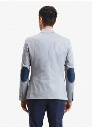 Giacca uomo John Barritt, vestibilita slim, foderata con spalline, due bottoni, doppio spacco, tasche a pattina, amf e toppe in alcantara a contrasto. Tessuto in cotone stretch. Colore blu chiaro. Composizione 98% cotone 2% elastan.  Azzurro Carta Da Zucchero